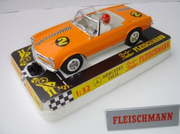 Fleischmann Mercedes 250SL orange